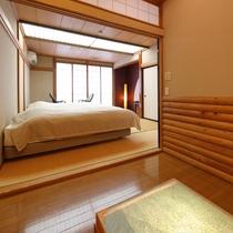 本館2階【清月】小部屋から見たベッドルームの様子