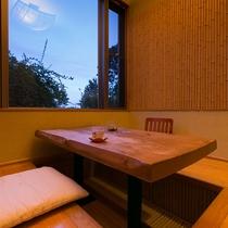【お食事処】お食事は各自個室になりますので、プライベート空間でくつろげます。