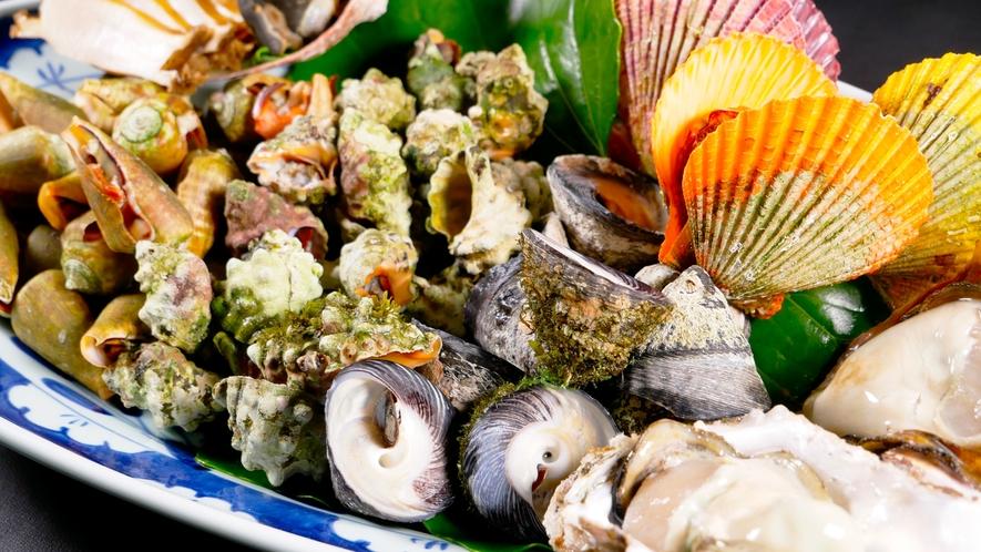 北浦港で獲れたばかりの貝。滅多に食べれない珍しいものも。酒の肴に最高!