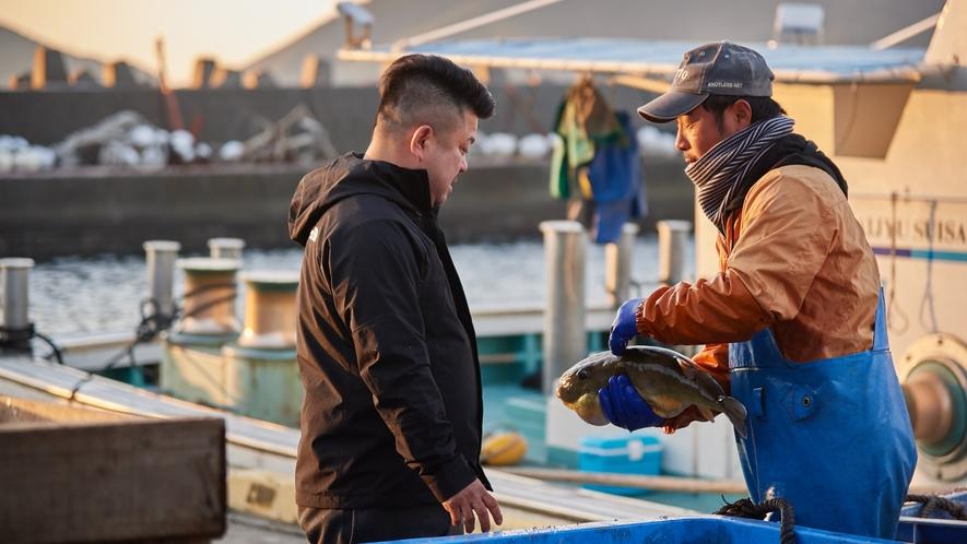 【北浦古江漁港】生まれ育った地元の人脈を使って、地引網を引く漁師に直接交渉。
