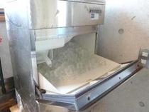 大浴場前に製氷機(無料)を設置しております。
