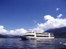 中禅寺湖機船「けごん号」