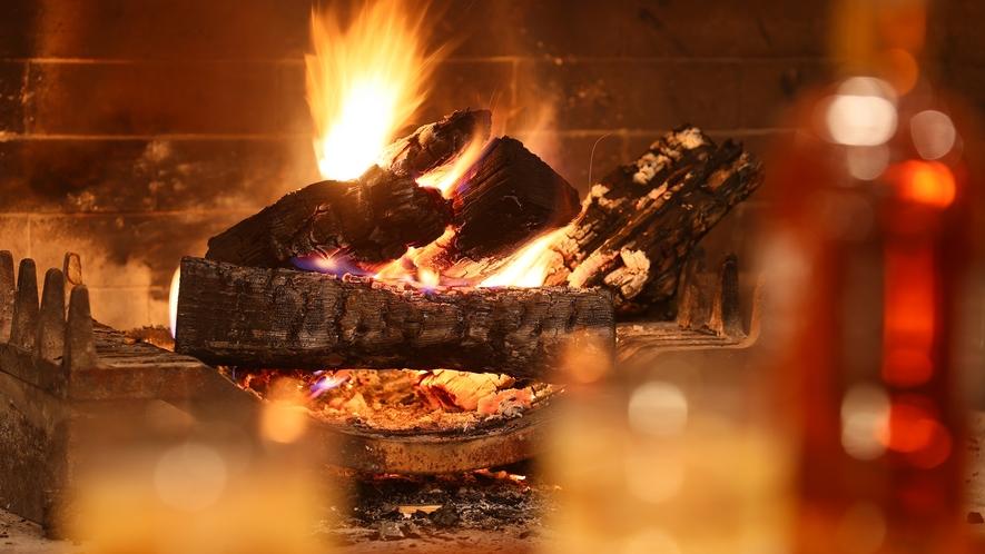 【バーラウンジ PLATTO】火の揺らぎを眺めながら。