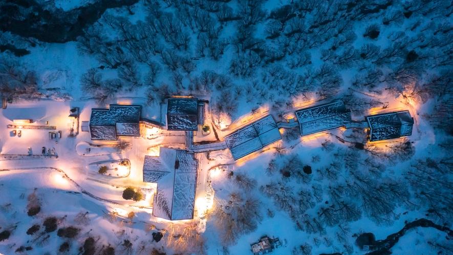 【冬】雪景色の中にひっそり佇む