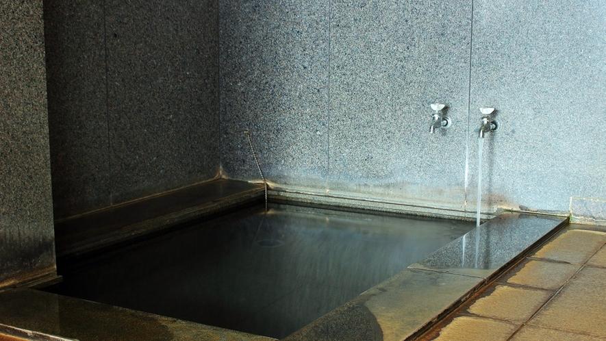 *【水風呂】火照った身体を整えるのは、八甲田の伏流水。