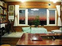 食堂兼居間