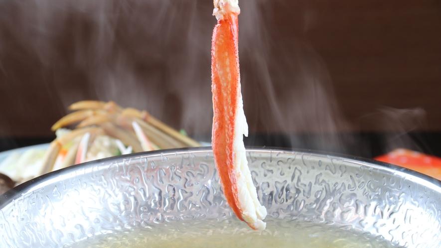 ■ご夕食 カニしゃぶ カニの甘味を感じる一品。昆布出汁にさっとくぐらせて…♪