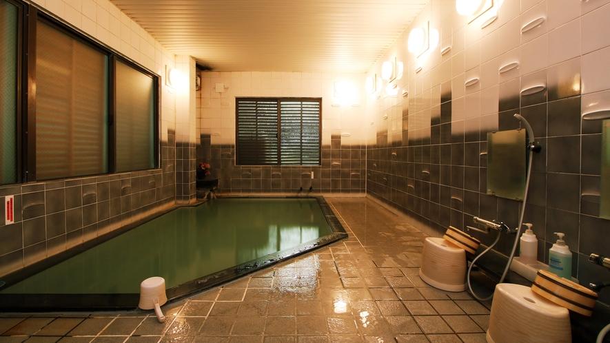 ■千年の湯 源泉かけ流し[男湯] 24時間入浴OK。いつでも上質な温泉をお楽しみいただけます。