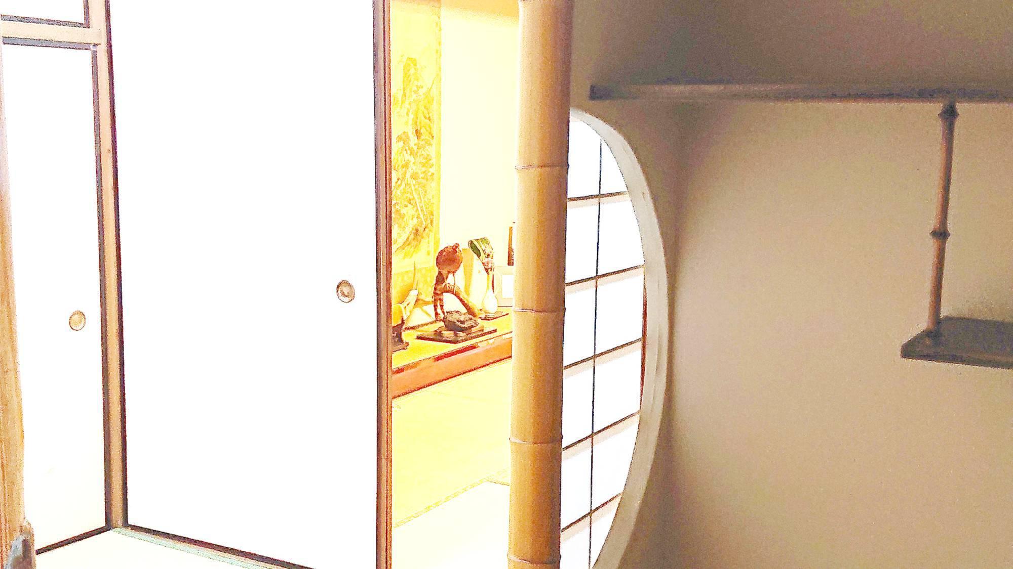 ・和室10畳一例 (入口)
