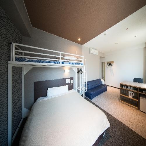 客室:トリプルルーム150cmベッド+100cmシングルロフトベッド+ソファーベッド 計3ベッド