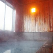 *風呂/よく温まる人工的な温泉水でございます。どうぞごゆっくりお過ごしくださいませ。
