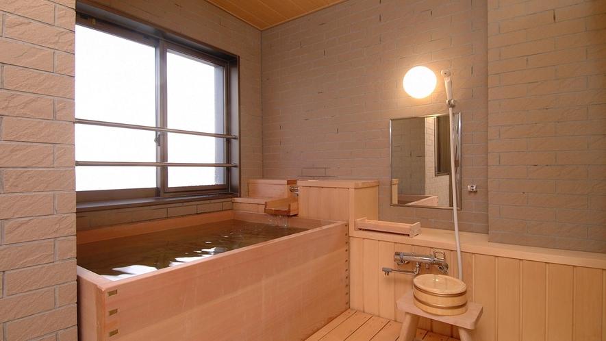 東海亭展望風呂は大人2人がゆったり入れる大きさ