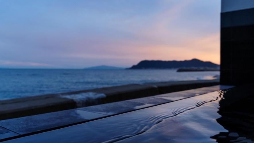 露天風呂から望む津軽海峡
