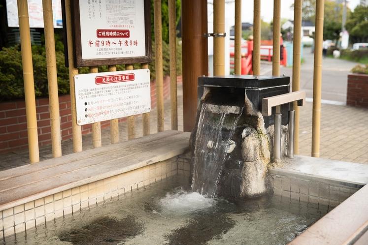湯川温泉足湯は市電湯川温泉駅のすぐ近く