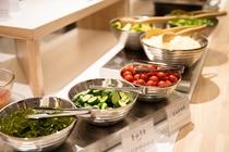 地元野菜のサラダコーナー