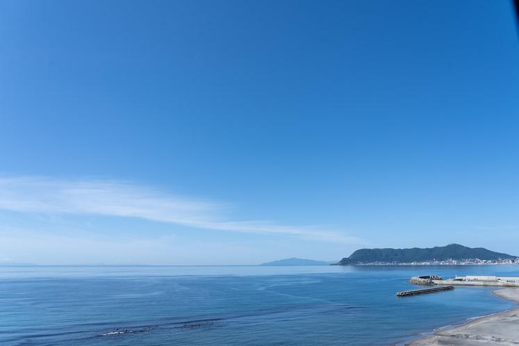 中央館海側客室から望む津軽海峡と函館山