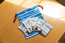 湯の浜ホテルオリジナル巾着と入浴剤