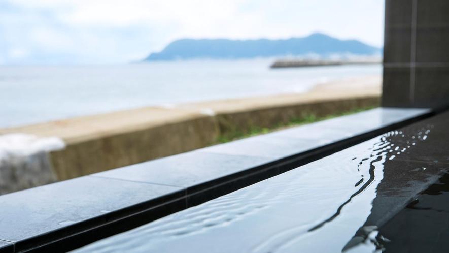 露天風呂から望む海景
