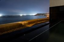 露天風呂から望む津軽海峡の漁火