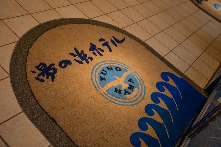 館内の様々なところにカモメのロゴマーク