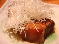 豚の角煮(ラフティー) 脂身がトロトロしててそそります。居酒屋などで食べると やや金額に比べて少量で出て来る事が多い