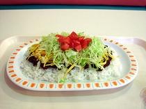 タコライス ご飯の上にタコスの具を乗せた 今では沖縄定番とも言えるメニュー