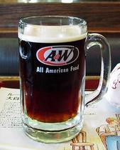 ご存知A&Wのルートビヤー 好き嫌いがはっきりする コーラでもビールでもない清涼飲料水