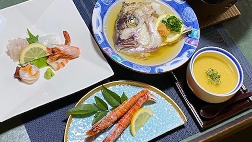 *【夕食一例】割烹旅館ならではの旬の食材をふんだん盛り込んだお料理の数々をお楽しみください。