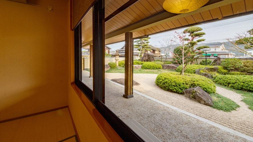 *【食事処】個室内より庭園を眺めながら、お食事をお召し上がり頂けます。