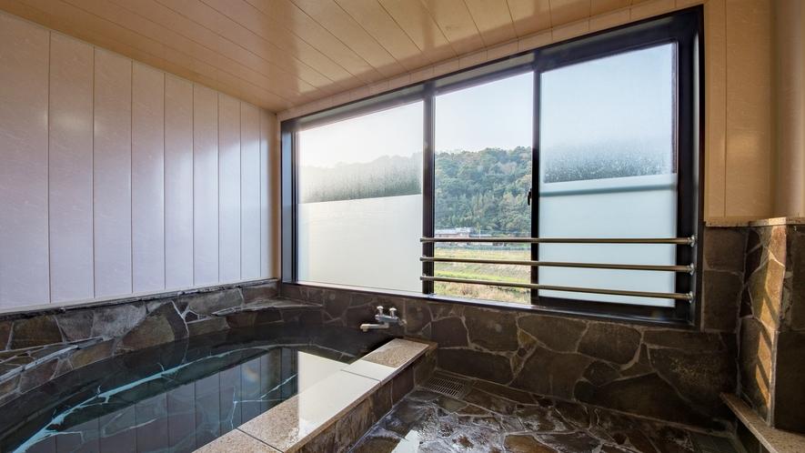 **【風呂(大浴場)】温泉ではございませんが、ゆっくりとお入り頂けるお風呂です。