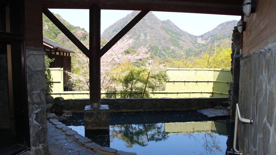 *【国見温泉あかねの郷】美しい緑の山々に囲まれた国東半島の中心部にある温泉宿泊施設。