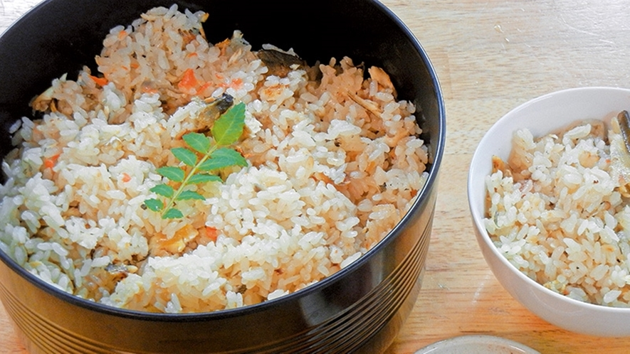 *【鮎ごはん】鮎の旨味を一緒に炊きあげ!出来立てほかほか鮎ごはん