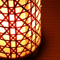 【館内】風情ある間接照明の明かりをとり入れてます。