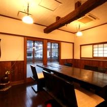 【茶房 啓酔庵】青杉やケヤキを使用した落ち着いた雰囲気の茶房。