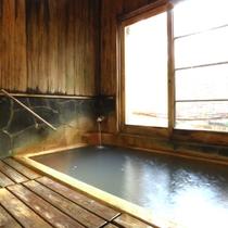 【お風呂】日本一の炭酸泉といわれる長湯温泉を貸切で堪能頂けます。家族風呂もあり。