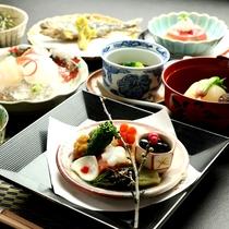 【夕食一例】地産地消の野菜を随所にとりいれた創作懐石。月替わりのスタンダードプラン。