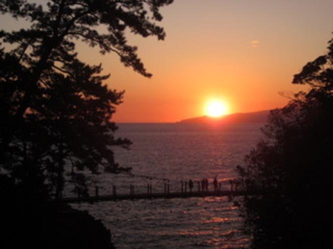 吊り橋からの日の出風景