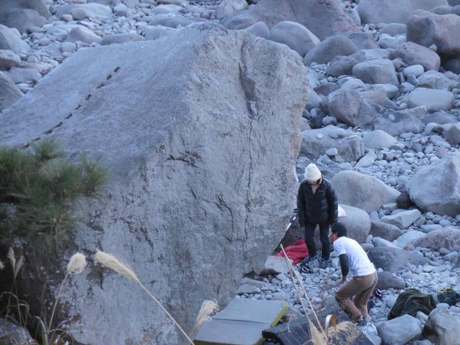 富戸港にロッククライマ―に人気の岩