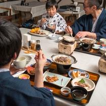 【夕食】美味しい料理で会話も弾む♪幸せなひとときです。