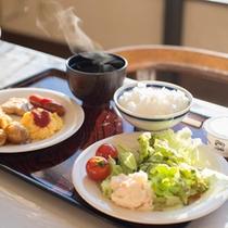 【ご朝食(一例)】バイキング形式でご提供。お好きなものをお好きなだけお召し上がりください。