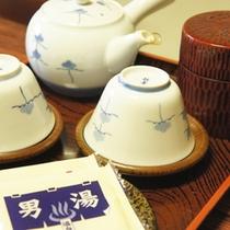 【お茶セット】まずはお茶と和菓子でほっと一息。旅の疲れをお癒し下さい。