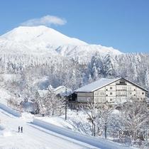 【旭岳(冬)】辺り一面白銀の世界が広がります。