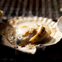 【ご夕食(一例)】近海で育まれた甘味が強くぷりぷり食感の帆立をバター焼きで!