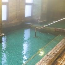 【大浴場】加温や加水を一切なし!源泉100%かけ流し湯をお愉しみ下さい。