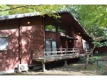 カナダ産ログハウス/室内は全室バス・トイレ・冷蔵庫を完備