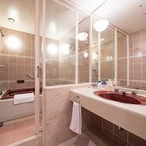 *モダンスイート(80平米)/洗面台やお風呂は広々と利用できる点が高評価です
