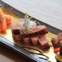 佐賀牛の最上級ロースステーキはおすすめです。P