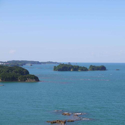 田辺湾に浮かぶ神島