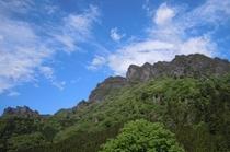 「妙義山の春」 画像提供:富岡市 妙義山までは当宿からお車で約20分