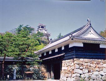 高知城と追手門